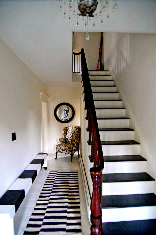 38-Black-and-White-Foyer